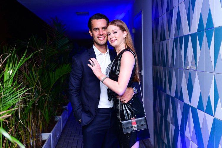 Marido Barbosa. Foto do site da Tititi que mostra Marina Ruy Barbosa e o marido, Xandinho Negrão, roubam a cena em lançamento fashion