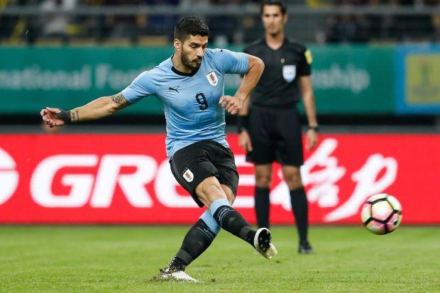 Suarez bags 50th Uruguay goal in win over Czechs