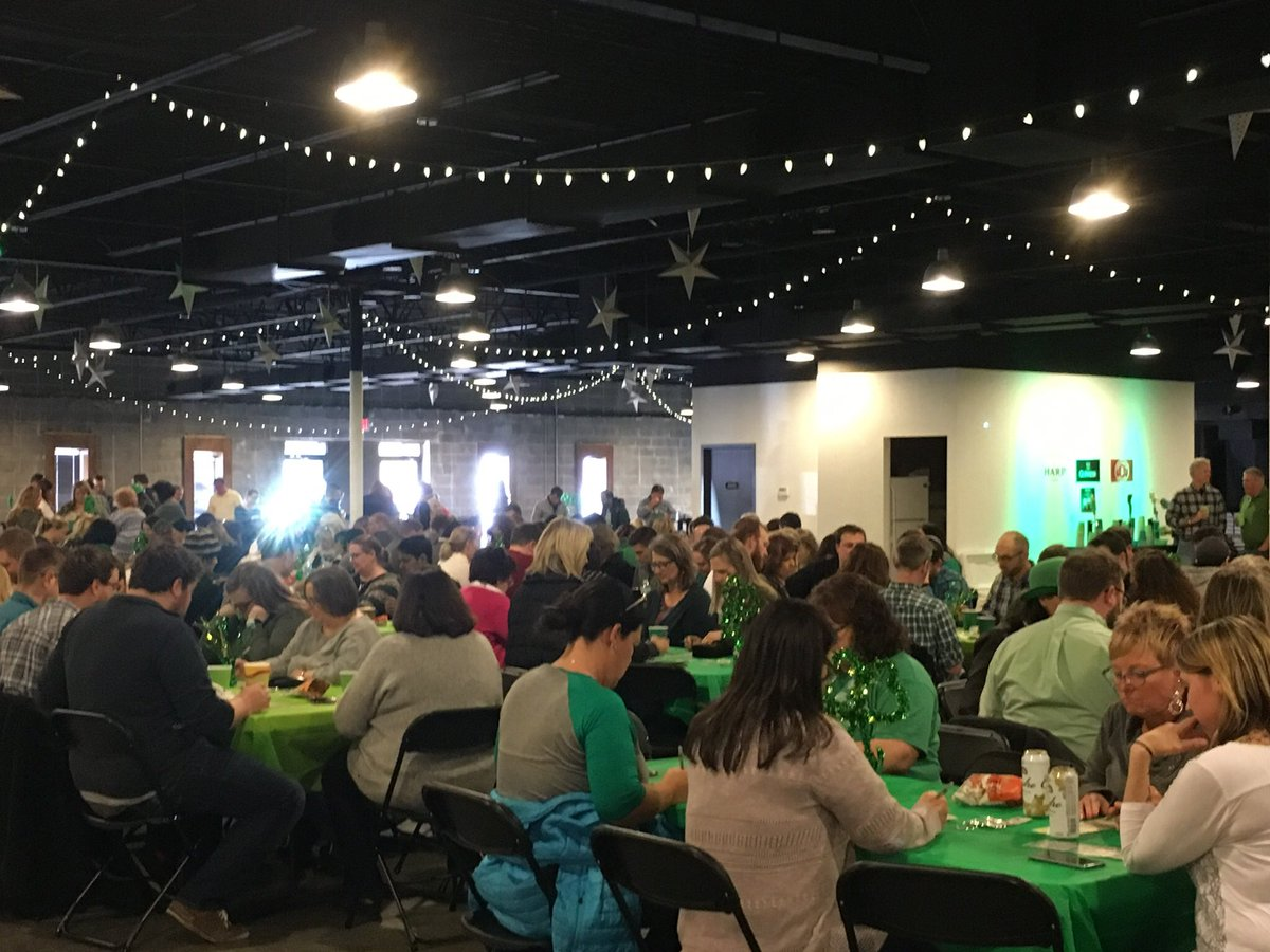 We're celebrating #StPattysDay ☘️with a little beer 🍻 and bingo! #feelinglucky https://t.co/C0gegnmpuw
