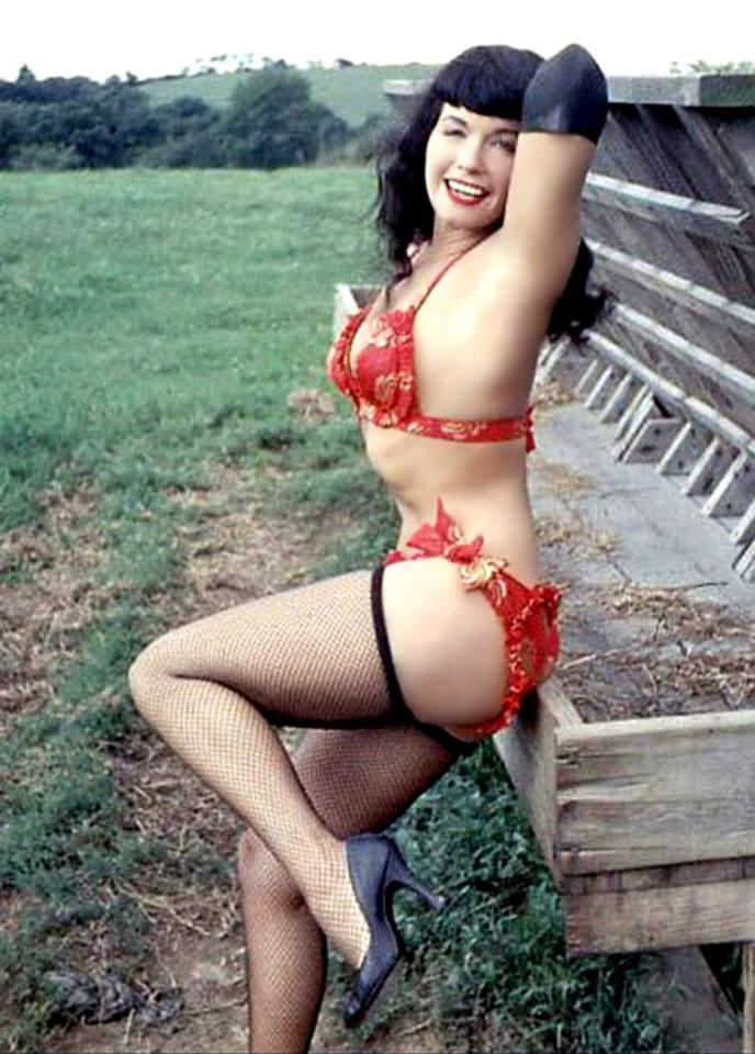 Happy Friday, Bettie babes & beaus!!! 🌺❤️💋 #BettiePage #pinupqueen #weekend #vintage #retro #bikini #fishnets