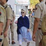 Hillary Clinton breaks wrist in bathtub fall in Indian palace