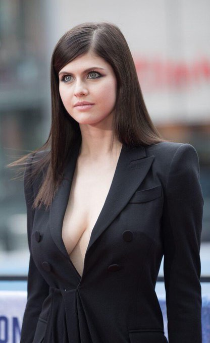Happy Birthday to Alexandra Daddario, she turns 32 today