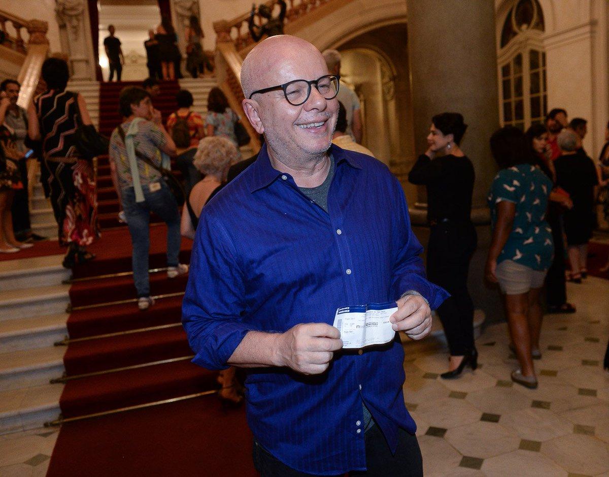 Caetano Veloso. Foto do site da Tititi que mostra Marcelo Tas confere estreia de balé inspirado nas canções de Caetano Veloso