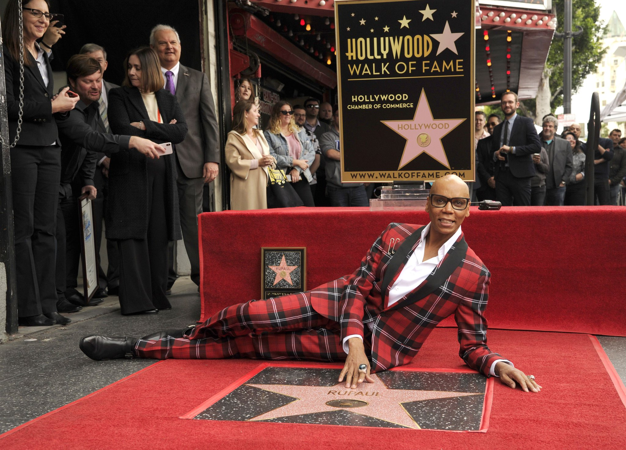 .@RuPaul poses with his shiny new star on the Hollywood Walk of Fame https://t.co/eEGaM3EdmV https://t.co/ligZEG7yxd