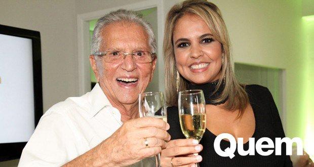 Carlos Alberto De Nobrega. Foto do site da Quem Acontece que mostra Carlos Alberto de Nóbrega renova pedido de casamento com noiva