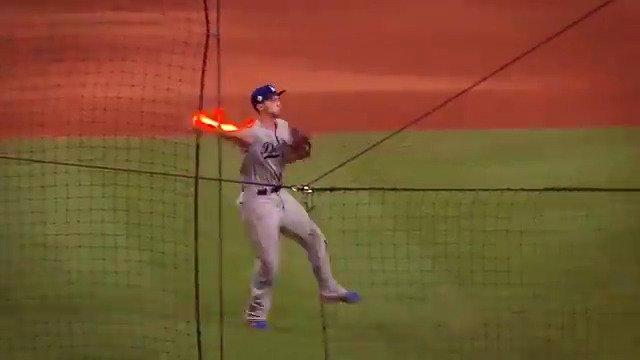 So many phenom shortstops in the game right now �� #Glovework  https://t.co/SNMAmbbuZl https://t.co/2BZHfxKgkw
