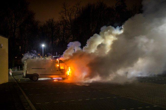 Weer voertuig verwoest door brand Vlaardingen-Holy https://t.co/fUXl7AhRDq https://t.co/64UyuQlxN6