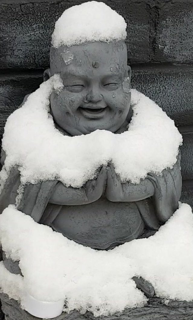 RT @TheArtOfNeeti: Our laughing Buddha never fails to put a smile on my face.  #UKSnow #Snow #Buddha https://t.co/9WbLSNH6Ei