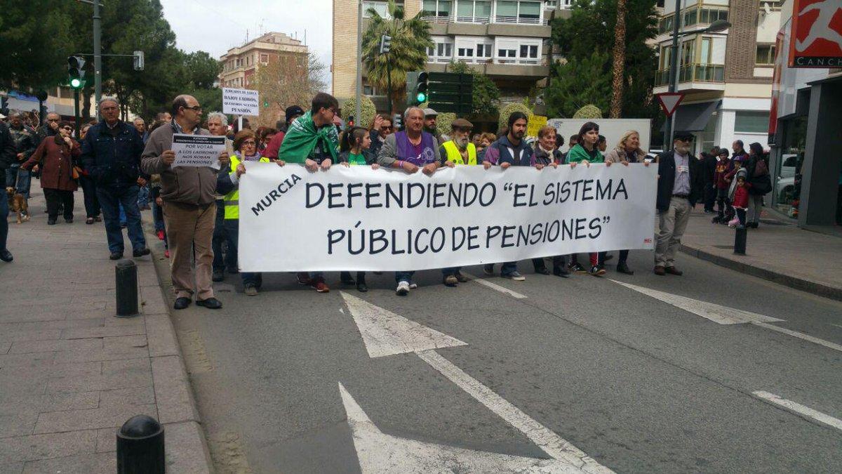 RT @DchosSociales: Defendiendo el sistema público de pensiones. #PensionesDignas https://t.co/qFzz3meVf8