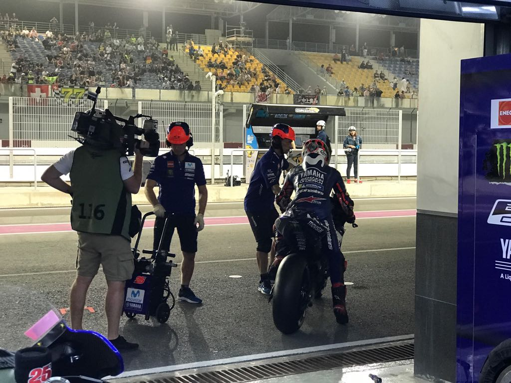 test Twitter Media - Busy times in the Movistar Yamaha MotoGP garage during Q2...  #MovistarYamaha | #MotoGP | #QatarGP https://t.co/B2EHufLVTM