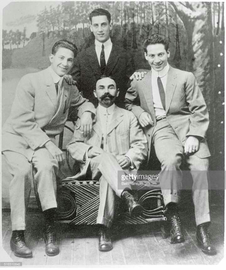 RT @AllThingsMarx: #MarxBrothers c. 1910 #Gummo #Groucho  and #Harpo and uncle Julius https://t.co/nFhigiE279