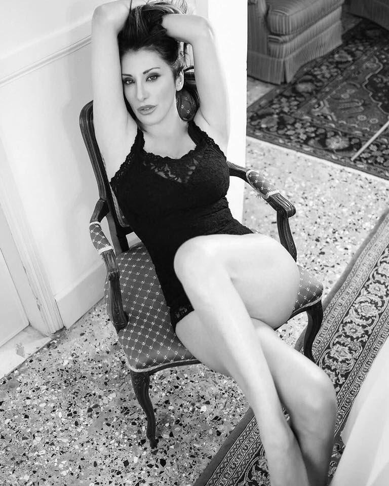 Non fatevi ingannare da questa foto.. in realtà sono a letto #ko.. #thedayafterparty #killme #SabrinaSalerno https://t.co/ku0LNiWqf8