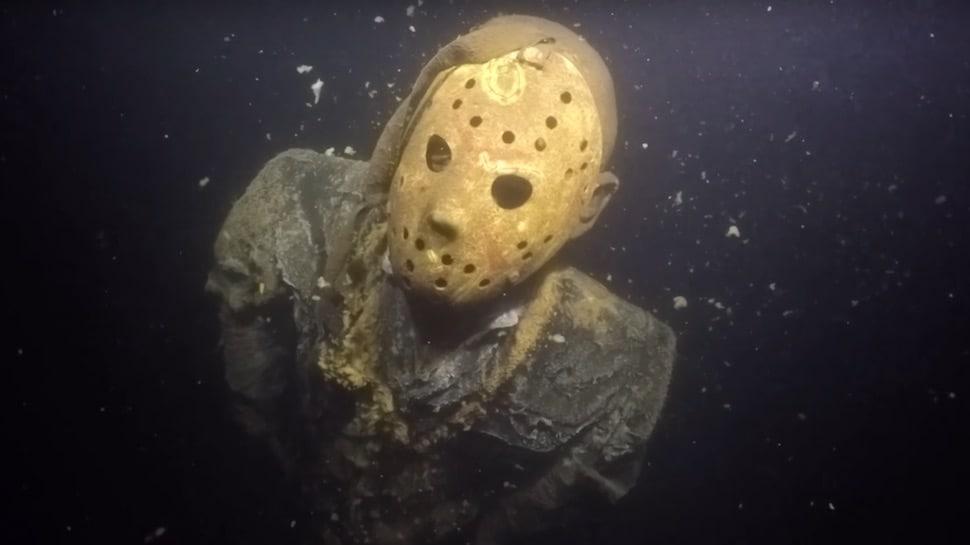 A #JasonVoorhees statue lurks at the bottom of a Minnesota lake: https://t.co/7vz1ytl1Fs https://t.co/V713pogCom
