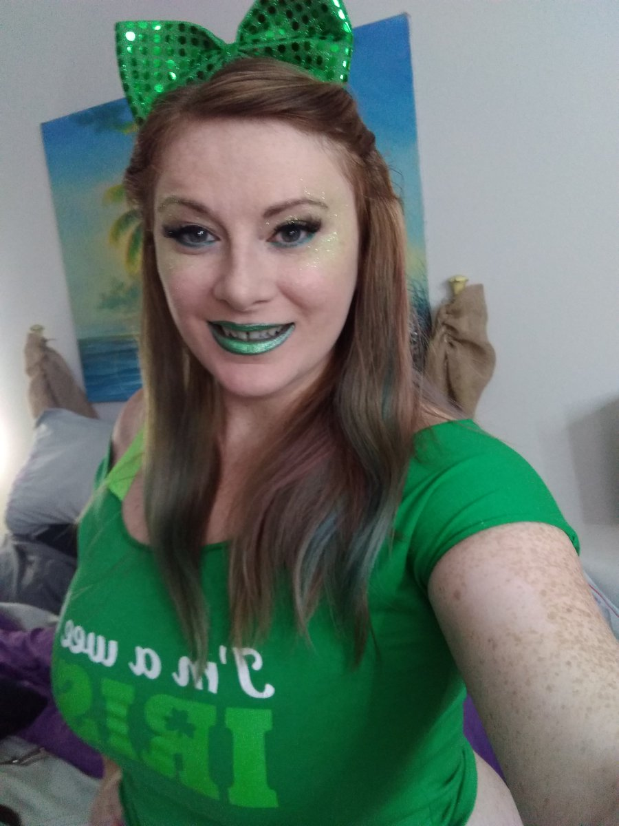 1 pic. Seeing green!! Getting ready to go online. Will be online at 9pm CST. 1sRDrQ4taF