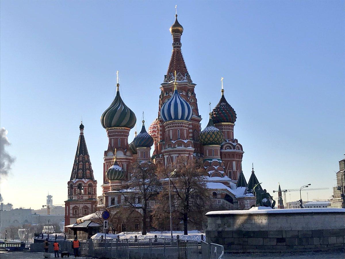 Утро 18 марта. Красная площадь. Собор Василия Бл