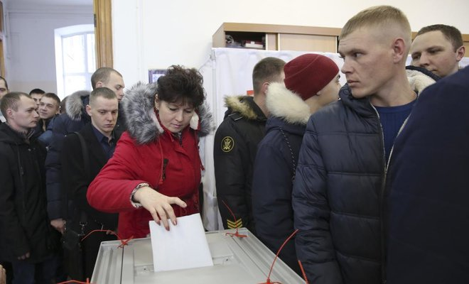 The presidential election in #Russia continues with the polls opening in #Moscow: http ...
