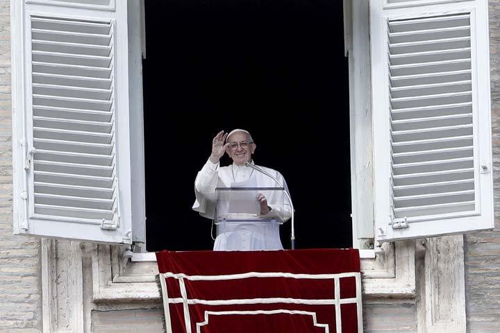 @BroadcastImagem: Papa Francisco celebra a oração mariana do Angelus, neste domingo, na Praça São Pedro. Gregorio Borgia/AP