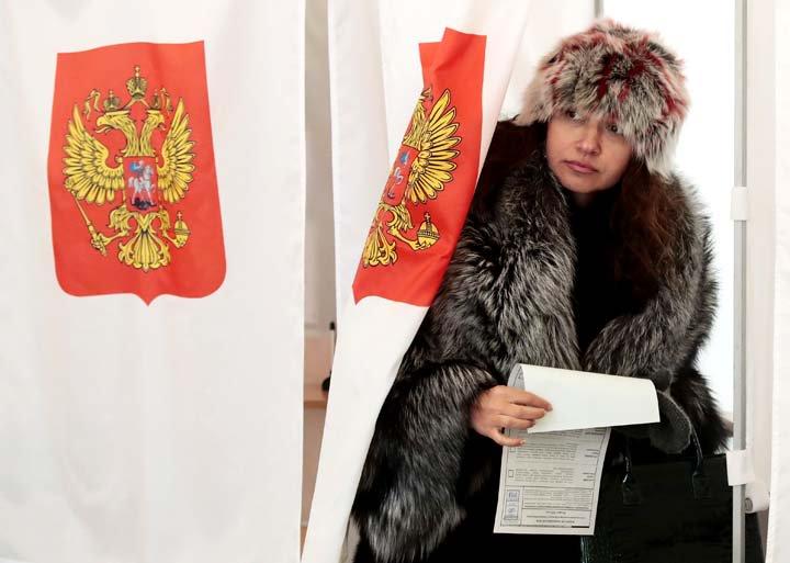 @BroadcastImagem: Apesar do frio, eleitores vão às urnas na Rússia; Putin é favorito com 70% das intenções de voto. Denis Tyrin/AP