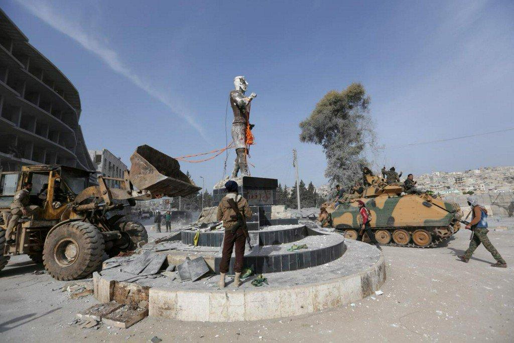Turkey-backed forces pull down Kurdish statue in Afrin town center: statement https://t.co/BqLbS27WPT https://t.co/EN2itY1N72