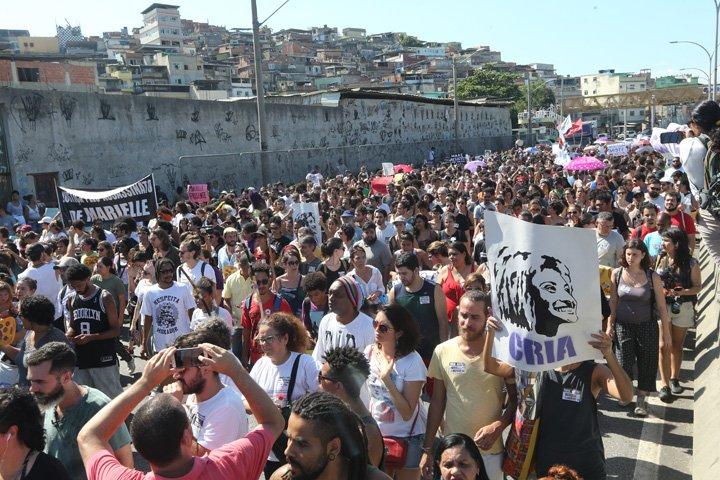 @BroadcastImagem: Moradores do complexo da Maré, no Rio, protestam contra a morte de Marielle Franco. Wilton Júnior/Estadão