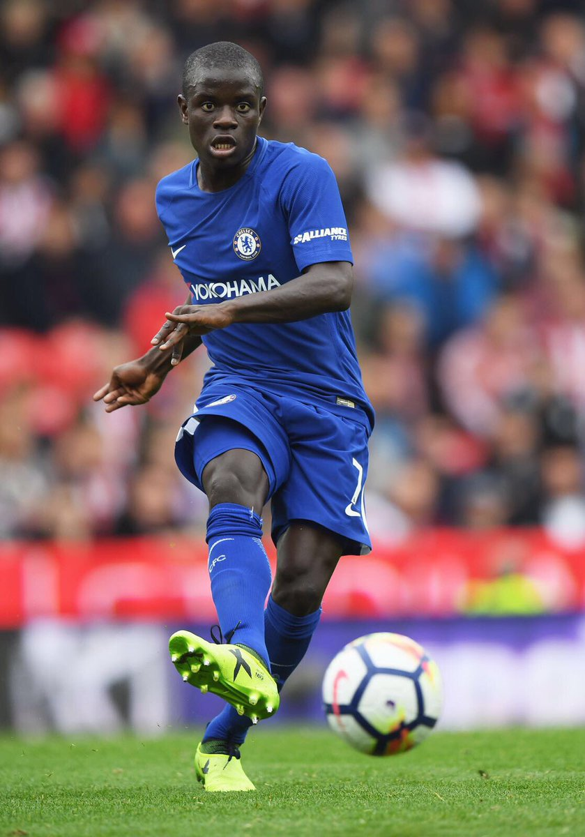 Amazing #Kante stitching passes from the mid.... a Claude Makelele of sorts https://t.co/hpBSnFoM70