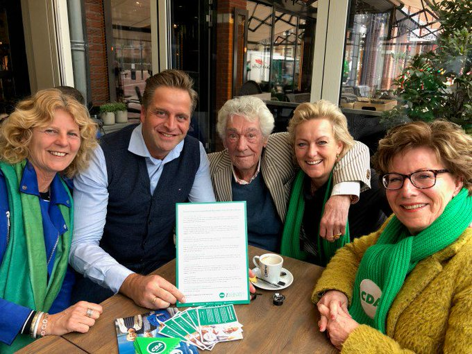 """ADV; Eenzaamheidscampagne """"Bakkie met een opa"""" trapt af met Minister Hugo de Jonge https://t.co/QK11y0L8BY https://t.co/GldkfKE8cc"""