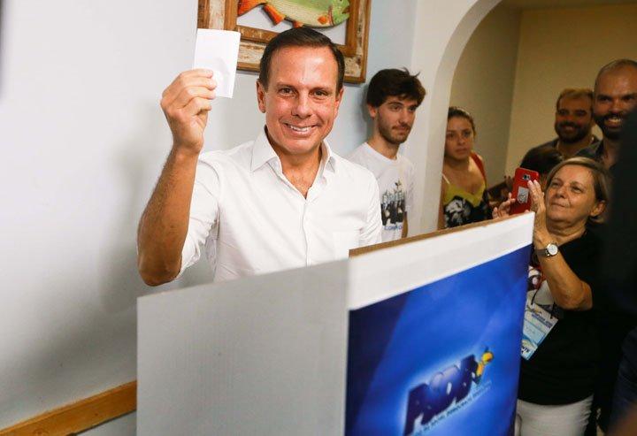 @BroadcastImagem: Doria vota durante prévia do PSDB que definirá candidato à disputa ao governo de SP. Tiago Queiroz/Estadão