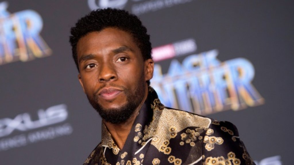'Black Panther' clings to lead, nears an all-time record