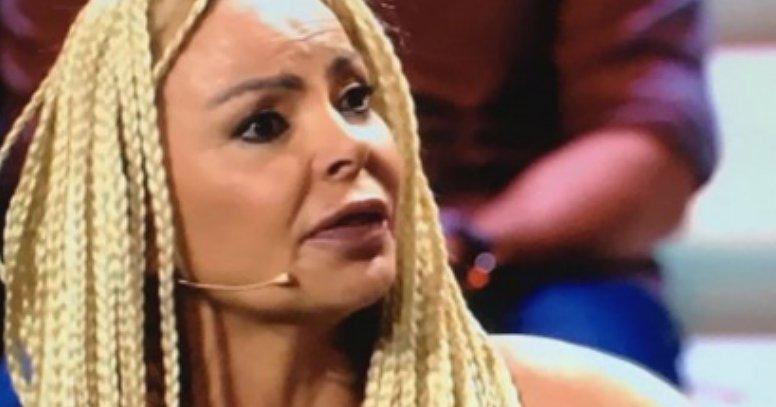 Nacho Montes le arranca la peluca a Leticia Sabater en el directo de 'Supervivientes' https://t.co/BQFDcx1NnV https://t.co/iBsVLFKa25