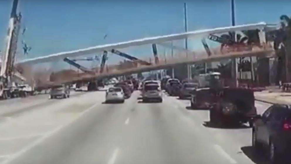 Un conductor grabó la caída del puente de Miami https://t.co/OQxLu5fmdo https://t.co/jPe3ROlrza
