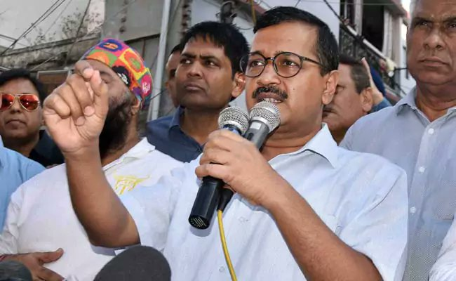 Arvind Kejriwal apology no 3 is to Nitin Gadkari https://t.co/L9O9pqvpxW https://t.co/wHfSc6XFcK