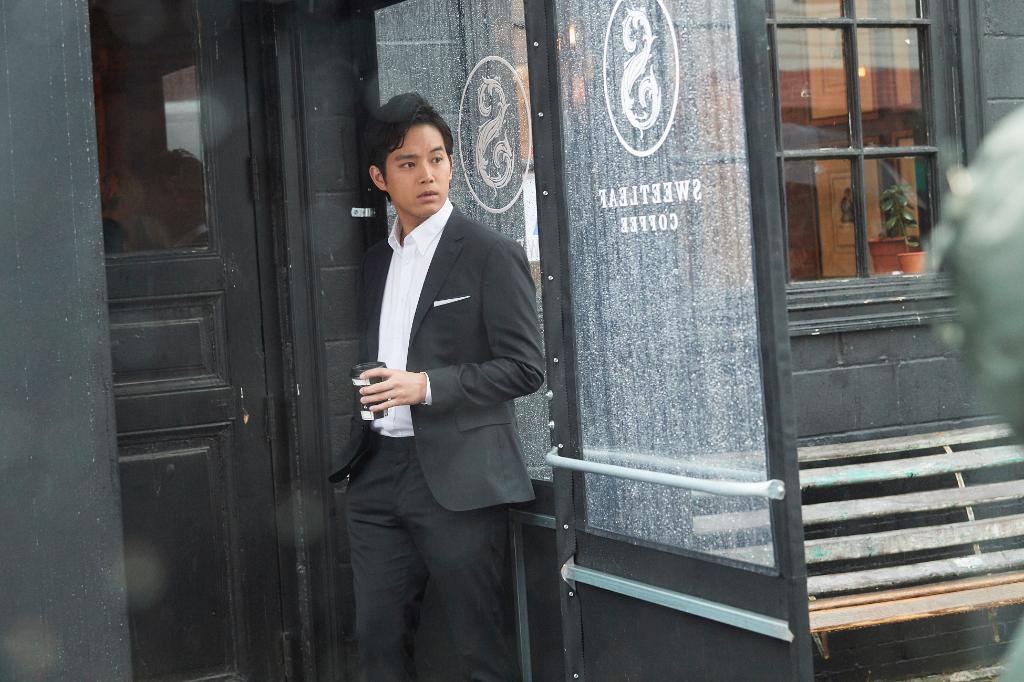 トミー ヒルフィガー テイラードを着用した三浦貴大さんが、ニューヨークの街に登場! https://t.co/1nCfQIFezq