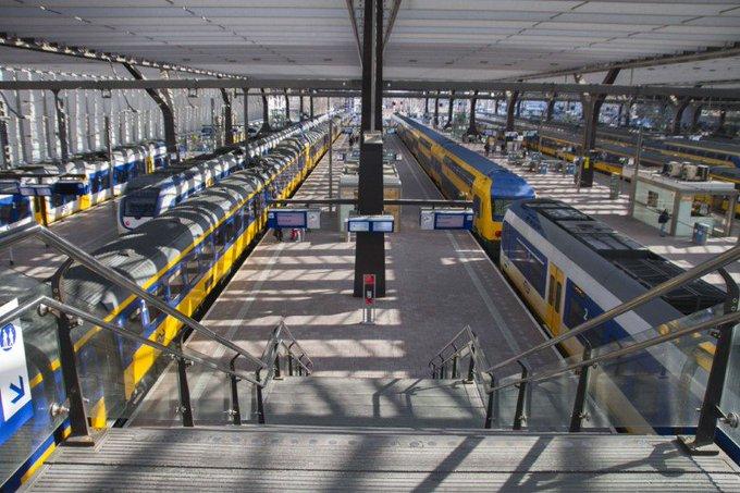 Stroomstoring legt treinverkeer Rotterdam Centraal plat https://t.co/TAhjOZh8hN https://t.co/3p60ZqnBA5
