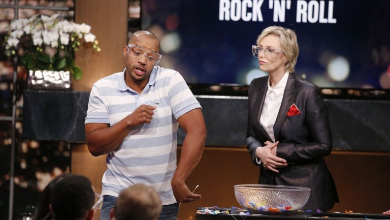 'Hollywood Game Night' Renewed for Season 6 at NBC