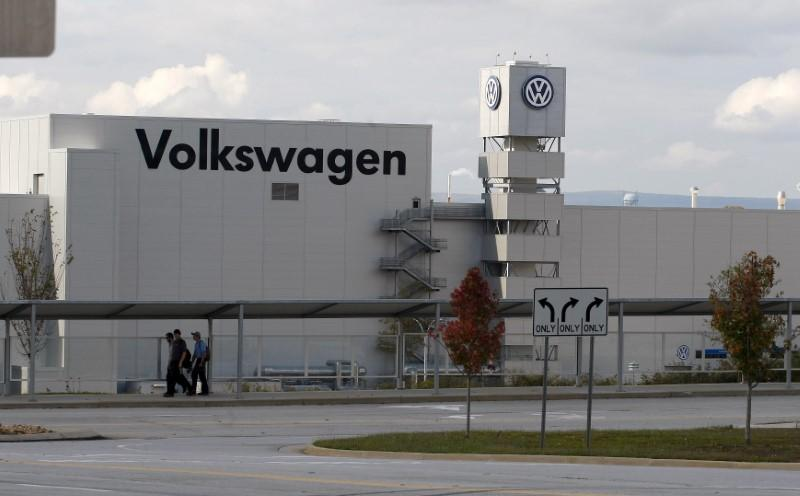 VW to invest $340 million in Tennessee to build new SUV https://t.co/ttRmKupcOO https://t.co/UXSdcG9FTC