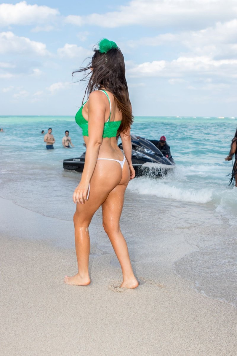 RT @ankurmittal124: Hot sexy @ClaudiaRomani https://t.co/PTDumeey8D