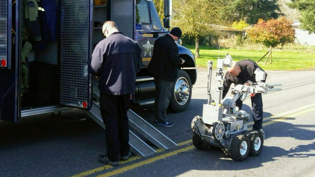 Man in custody after bomb squad removes backpacks from bridge