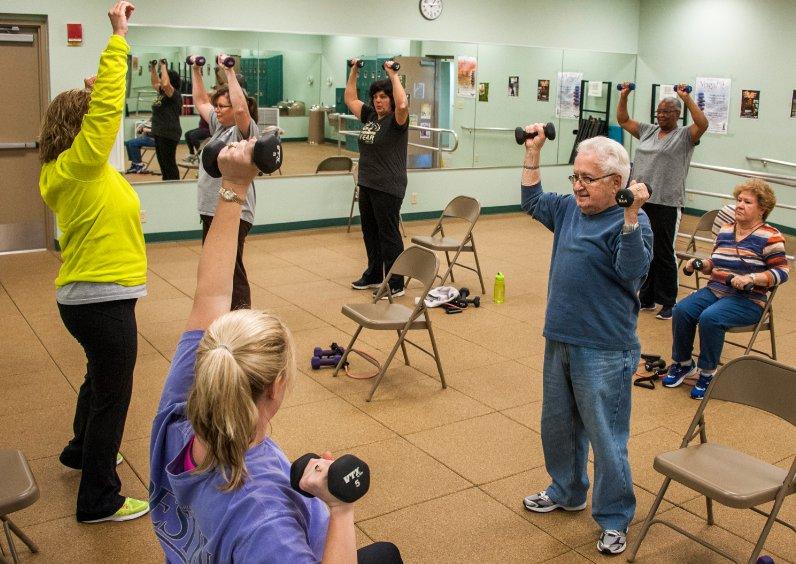 provar Twitter Mitjans - T'agradaria fer un Taller de gimnàstica, estiraments o ball amb un grup de persones grans⁉️ 👴🏻 👵🏻 Més info a ➡️ https://t.co/dE8EaEgRC5 @abd_ong https://t.co/HJB4XBqiNo