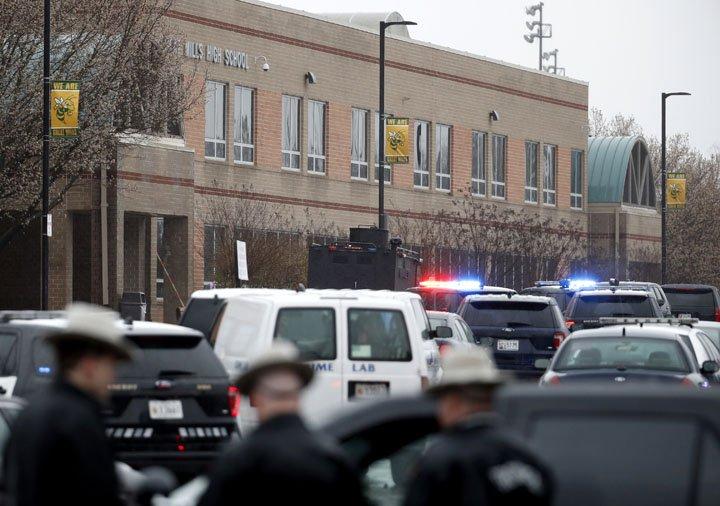 @BroadcastImagem: Ataque a tiros fecha escola em Maryland; duas pessoas ficaram feridas e o atirador morreu. Alex Brandon/AP