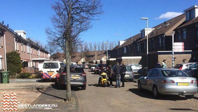 Arrestatieteam in actie voor verward persoon https://t.co/I5oKR06y9y https://t.co/lNjz10bE35