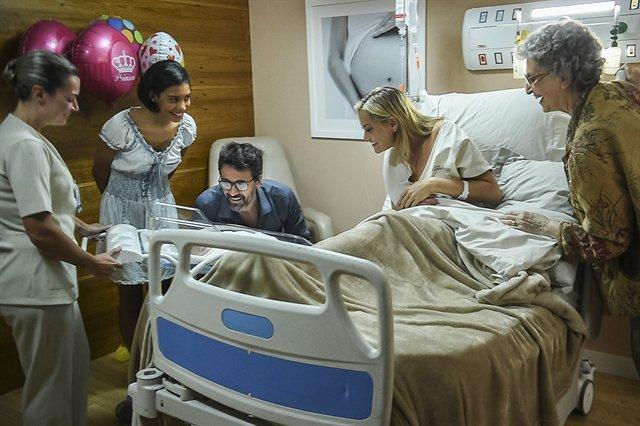 Lado Samuel. Foto do site da Tititi que mostra O Outro Lado do Paraíso: nascimento da 'tigrinha' aproxima Suzy e Samuel