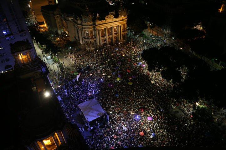 @BroadcastImagem: Ato por Marielle e Anderson reúne milhares no centro do Rio. Wilton Júnior/Estadão