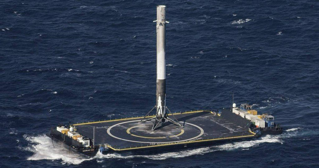 Meet the SpaceX ships that will never go to space https://t.co/Hx4maG2kb4 https://t.co/vdOwOGBqYM