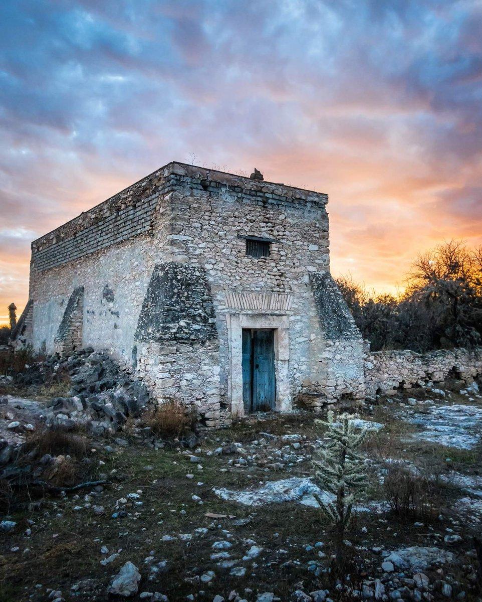 RT @Potosinos_slp: Ruinas de San Isidro  Cedral, San Luis Potosí  Via @SamCarreraPhoto https://t.co/gLMbnma6sZ