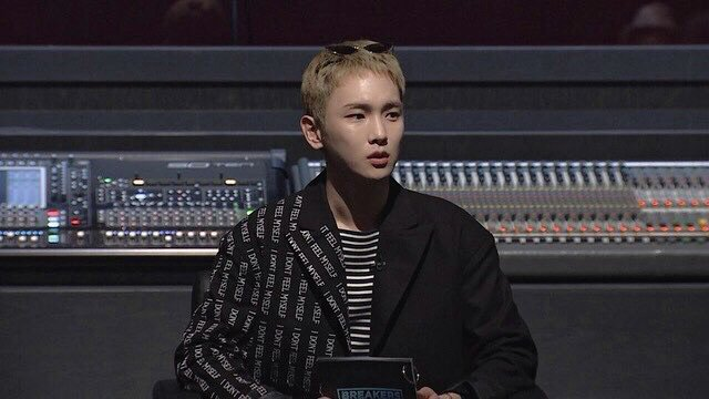 @mnetbreakers 소셜뮤직배틀 ! :-) check out who is new MC 화이팅 https://t.co/2VdE9izSbL