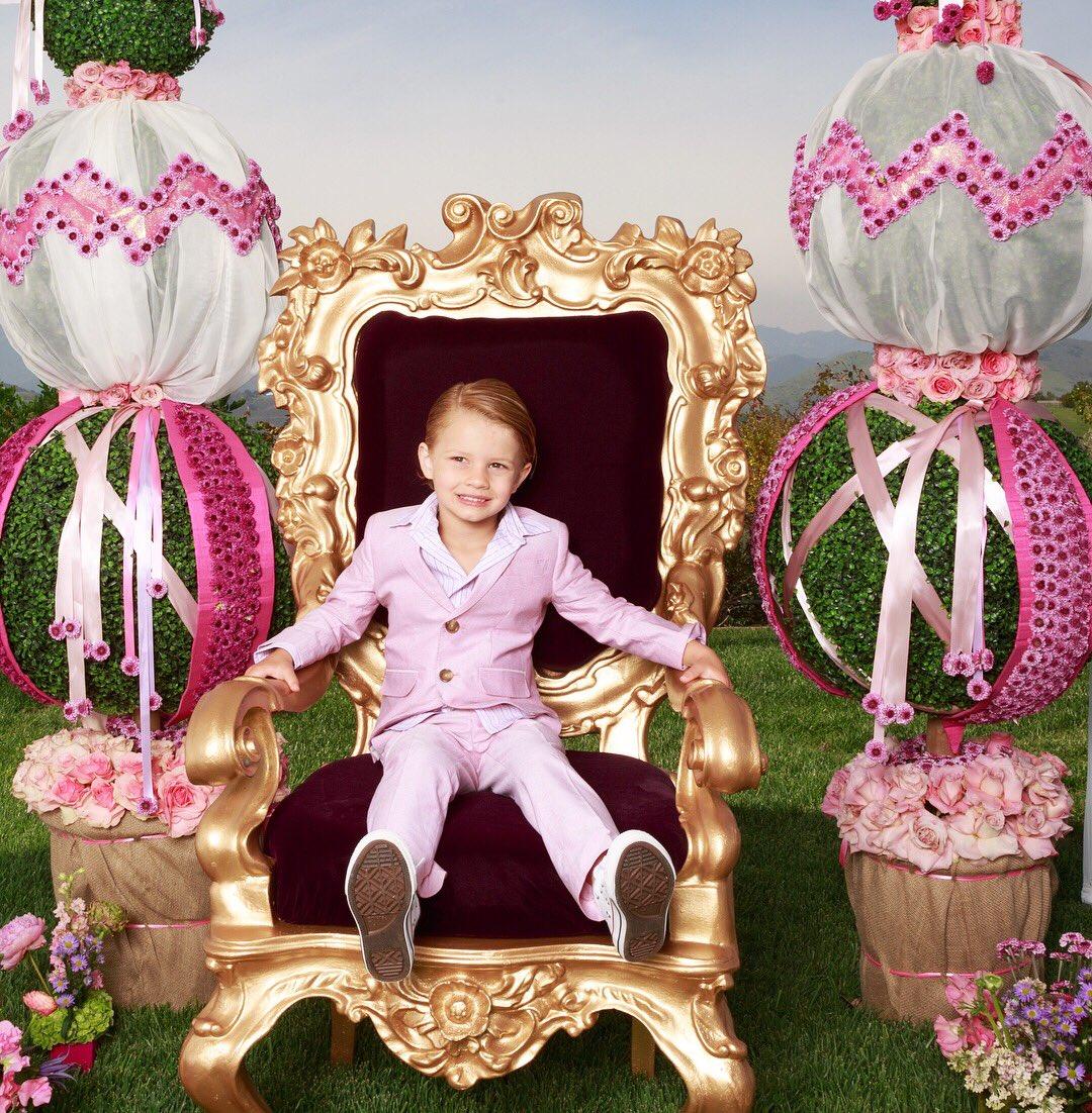 Easter bunnies #MAXIDREW #ACEKNUTE https://t.co/5J2Yicir9r
