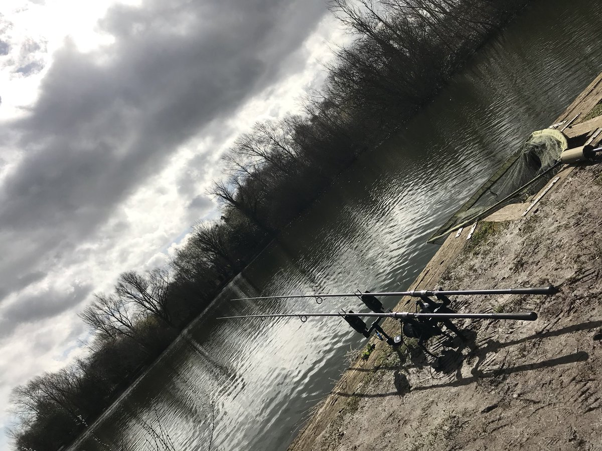 Feels like the first day of spring here on Leland water. Traps are out. #fishing #CARPFISHING https: