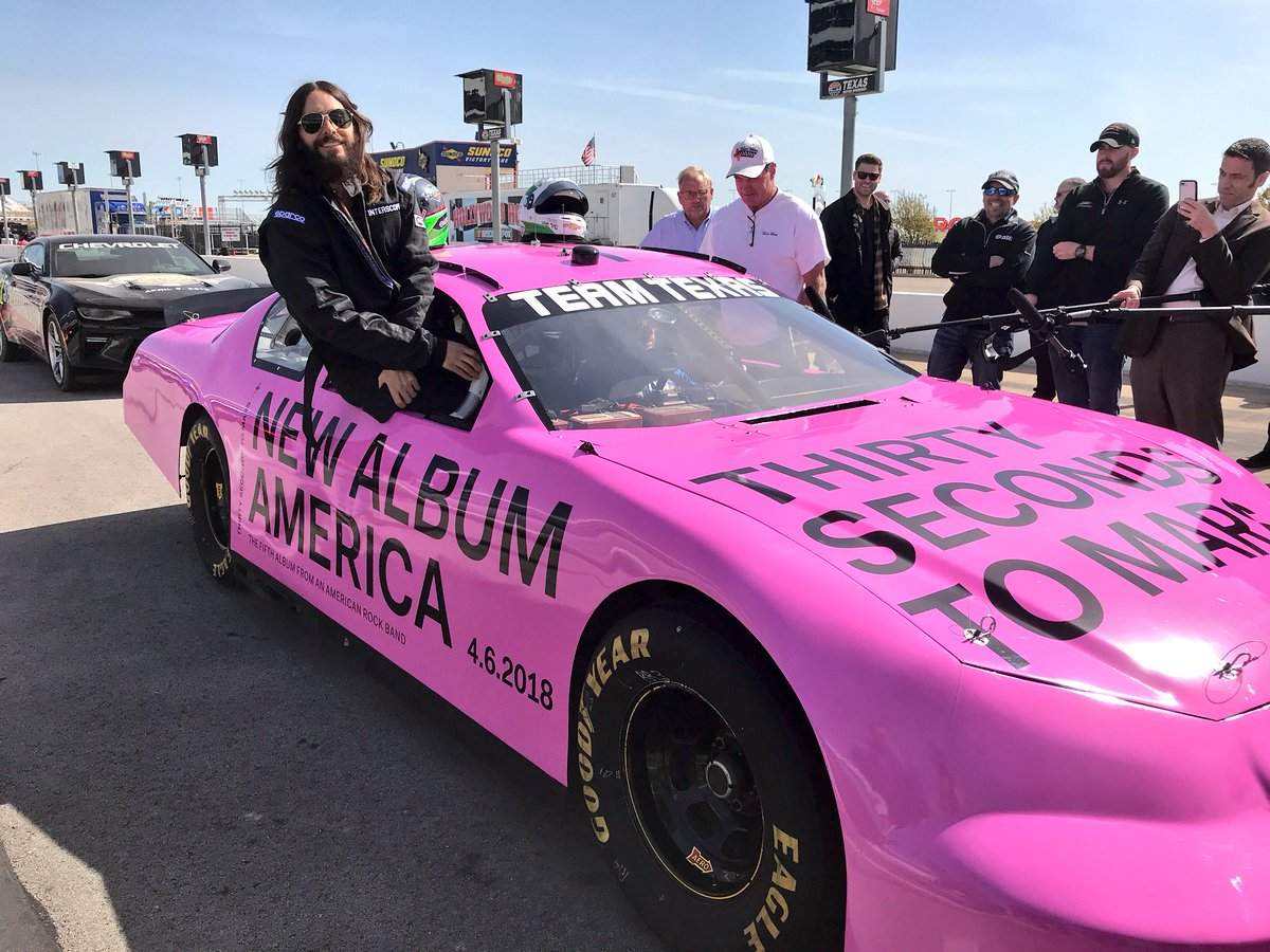 RT @TXMotorSpeedway: .@JaredLeto is ready for his ride! Slick car ???? https://t.co/8vkIRzFmOi