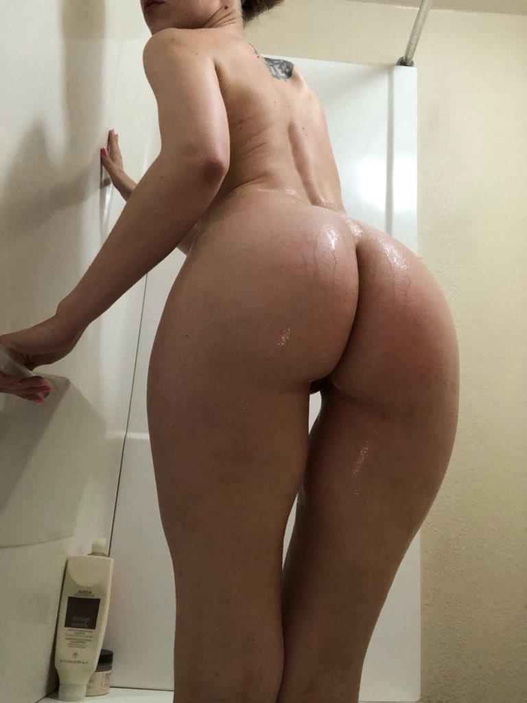 3 pic. My naked, wet body💦 CsRqO1WLx7