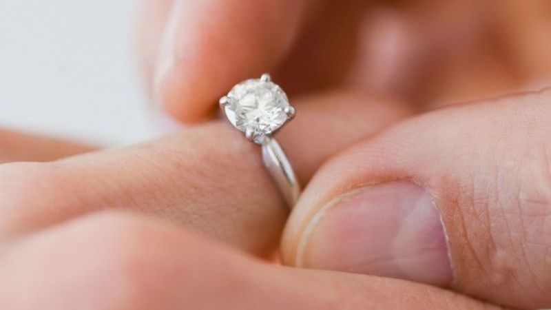 Fancy designing your own engagement ring online? Now you